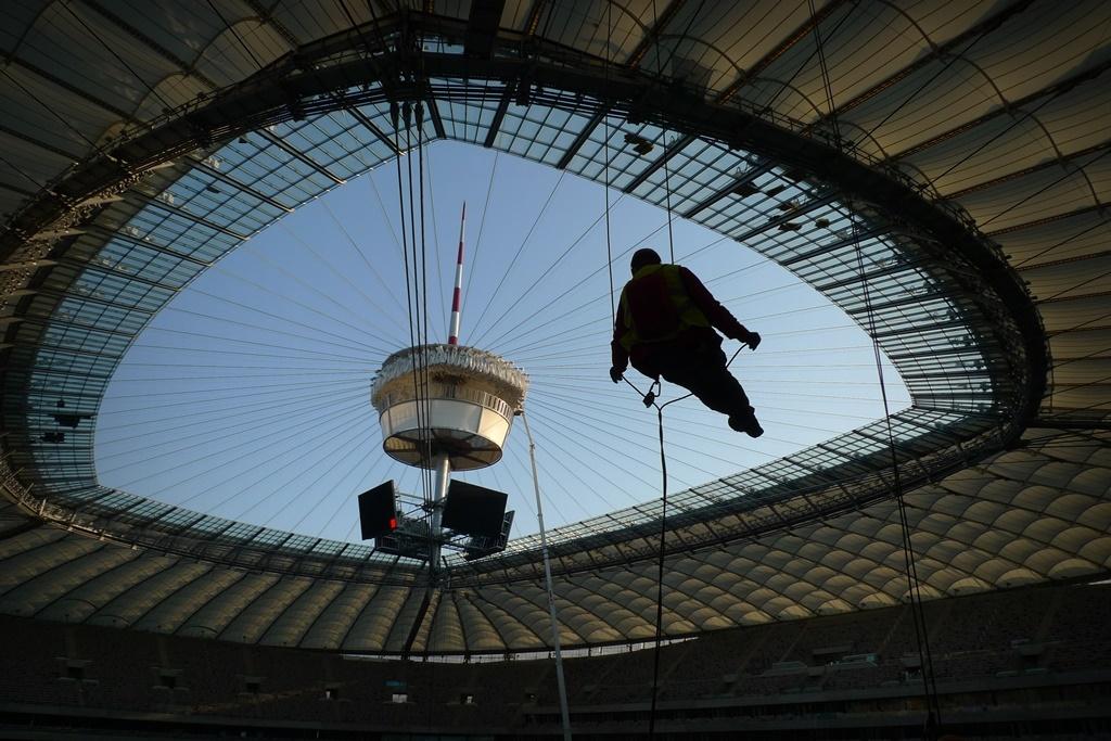 przed meczem – prace wysokościowe na Stadionie Narodowym
