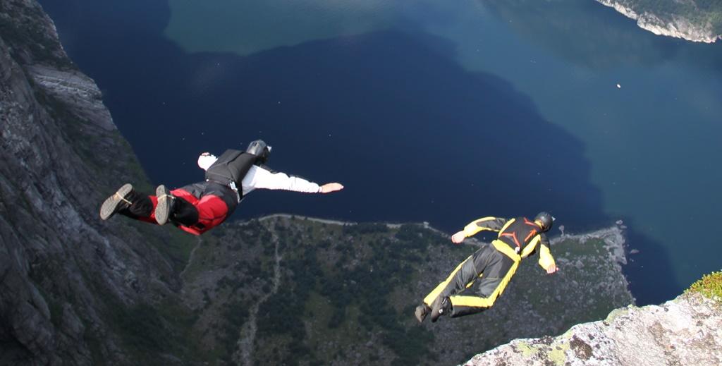 pamiętaj o tym kto chce latać musi skoczyć – B.A.S.E. z góry Kjerag