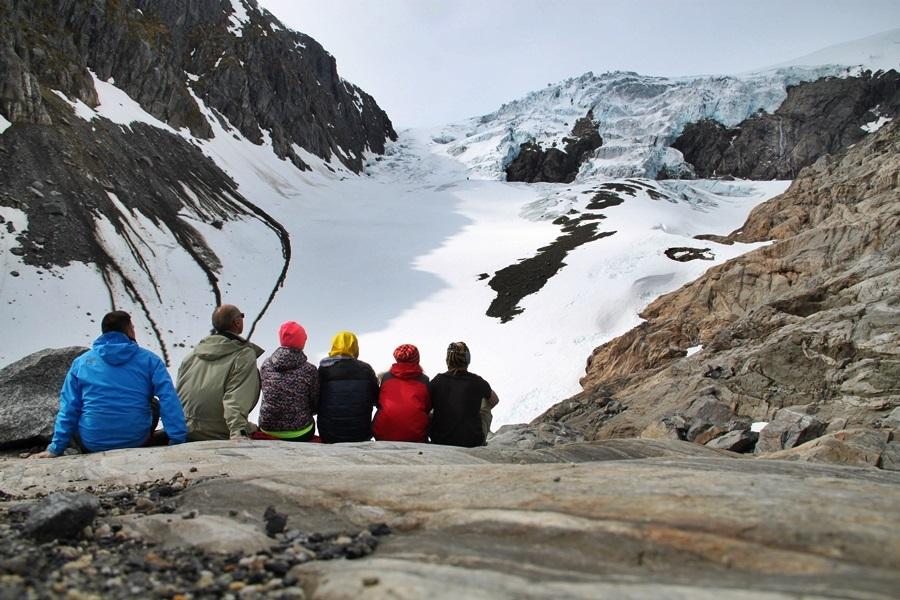 pod lodowcem w dolinie Buardalen