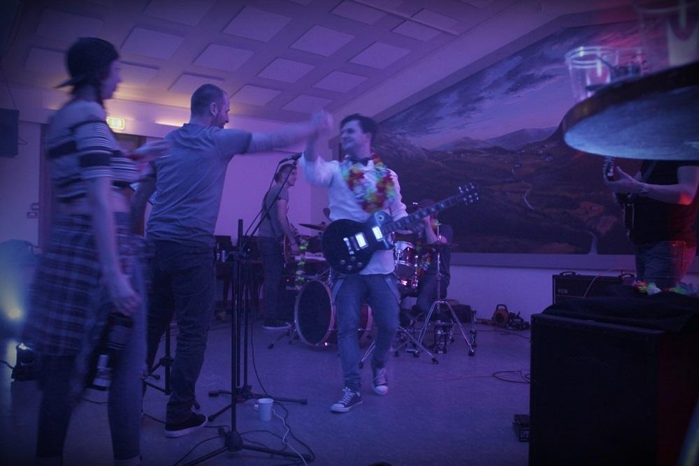 kapela schodzi ze sceny