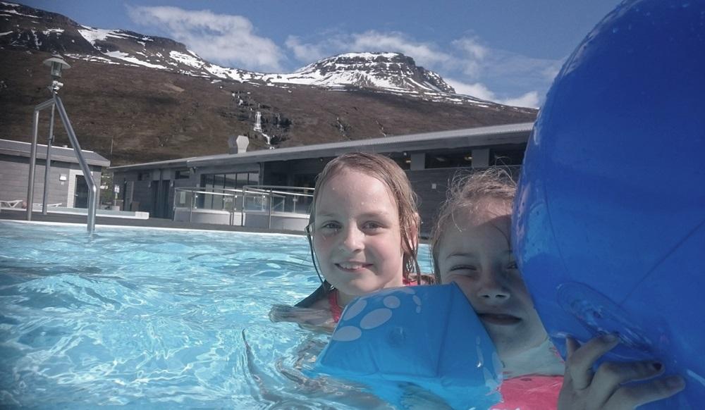 w islandzkim basenie
