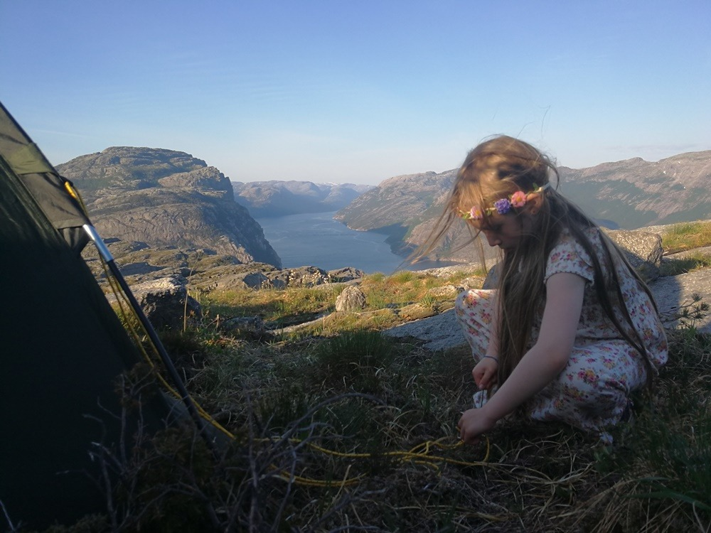 Co zabrać idąc na biwak w góry oraz trzy szczyty doskonałe na noc pod gwiazdami w bliskiej odległości od Stavanger